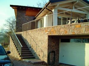 casa cu balustrada cabluri din inox