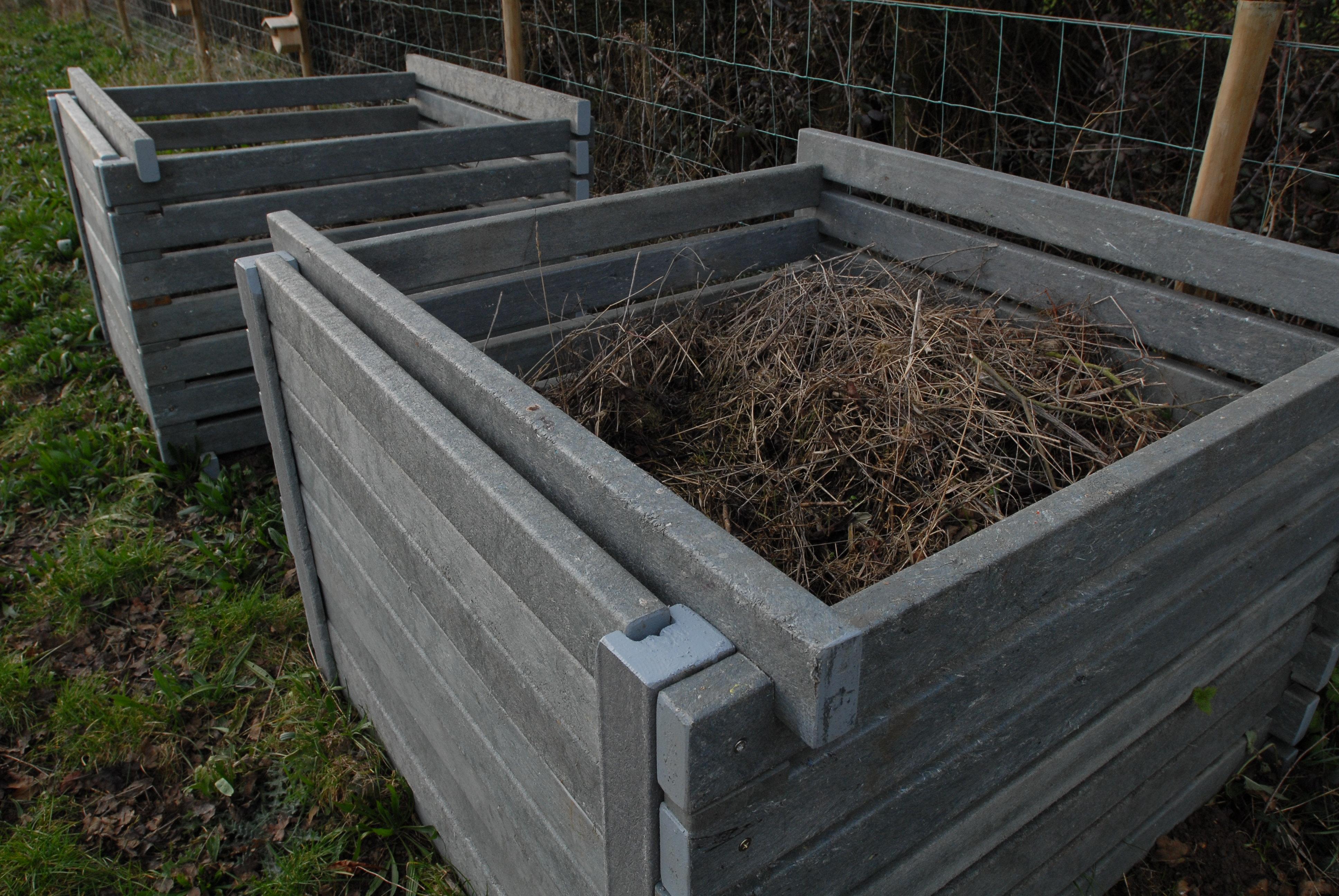 Recipient pentru compostarea deseurilor