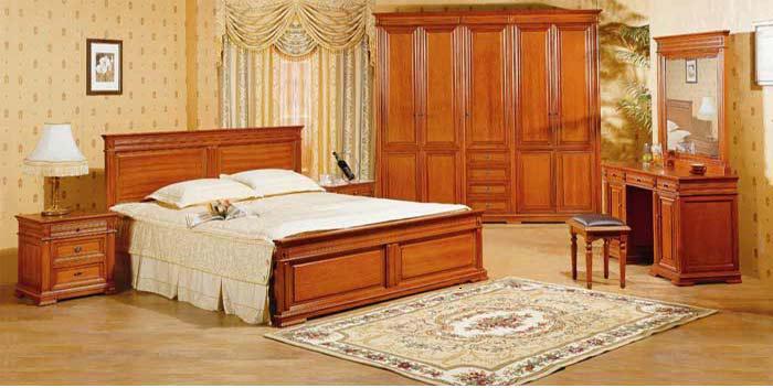 piese de mobilier din lemn masiv