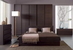 dormitor in culoarea maro