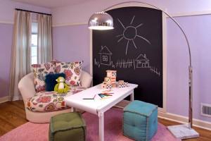 bucuria copiilor de a scrie pe perete