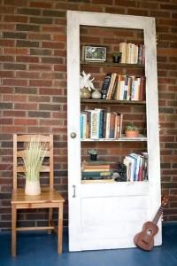 usa cu etajere pentru carti