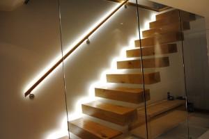 benzi de LED-uri perfecte pentru scari