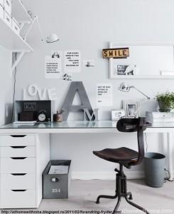 birou din sticla -un plus estetic