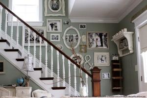 un plus de viata pe peretele din zona scarilor